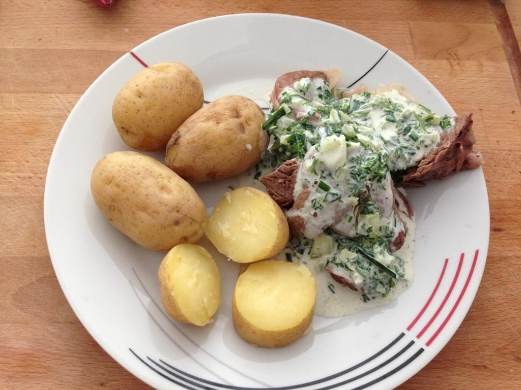 Frankfurter grüne Soße mit Pellkartoffeln und Rindfleisch