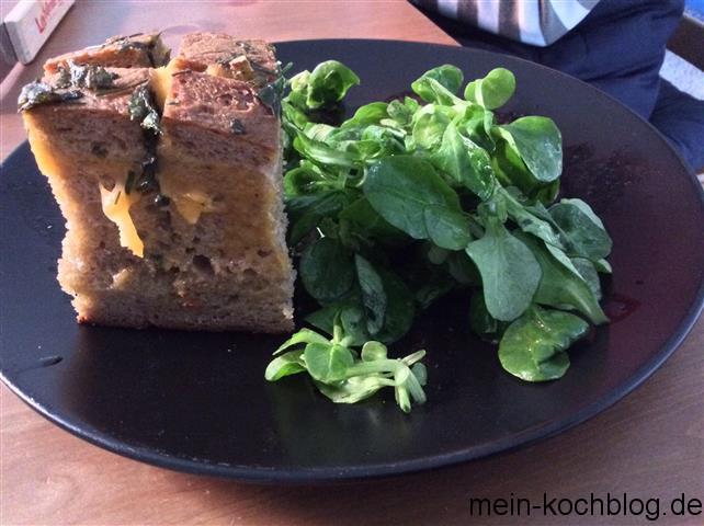 eingeritzes Brot mit Cheddar und Kräutern 3